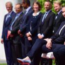 Меркел посрещна седнала немския химн след поредния си пристъп