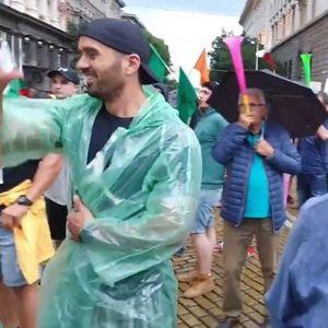 Христо Иванов на протеста: Чуйте този звук! Това е гневът на хората. Среднощната акция не ги пречупи