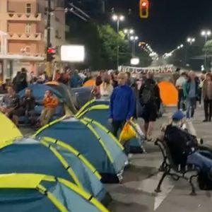 След полунощ: Протестът нащрек срещу полицията (видео, обновява се)