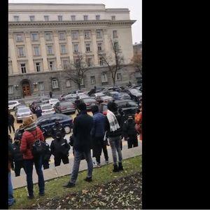 Напрежение пред МС и парламента, събират се протестиращи срещу локаута (на живо)