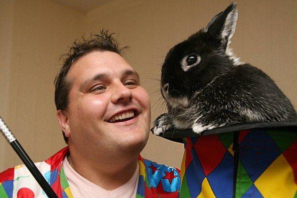 Фокусник заметил аллергию на кроликов спустя 28 лет