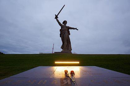 Путин призвал защитить правду о героях войны