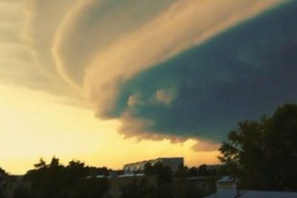Апокалиптический ураган в Барнауле сняли на видео