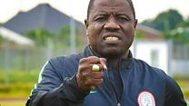 Nigerian football coach Salisu Yusuf filmed taking cashの代表サムネイル