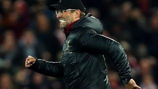 Liverpool 1-0 Everton: Klopp apologies for running on pitch after winnerの代表サムネイル