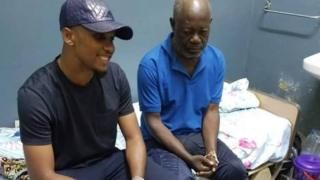Eto'o promises house to homeless former Cameroon captainの代表サムネイル