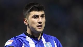 Fernando Forestieri: Arrest warrant issued for Sheffield Wednesday strikerの代表サムネイル