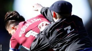 Jack Grealish: Birmingham City fan admits pitch attackの代表サムネイル