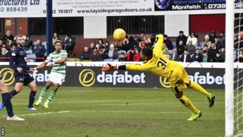 Edouard moves Celtic 10 points clearの代表サムネイル