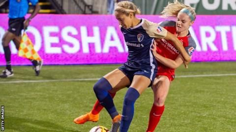 Hinkle recalled to US training squad after refusing to play because of LGBT shirtの代表サムネイル