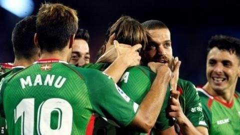Celta Vigo 0-1 Alaves: Basque side go top of La Liga with winの代表サムネイル