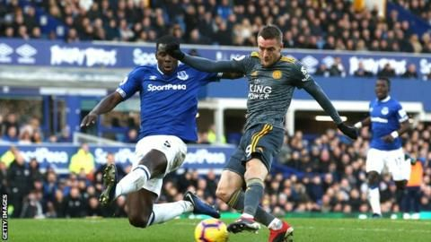 Everton 0-1 Leicester: Jamie Vardy scores only goalの代表サムネイル