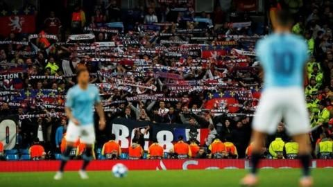 Lyon vow to ban supporter for Nazi salute at Manchester Cityの代表サムネイル