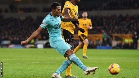 Wolverhampton Wanderers 1-1 Newcastle United: Willy Boly header denies Newcastleの代表サムネイル