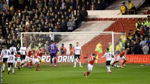 Nottingham Forest 1-0 Derby County: Yohan Benalouane settles East Midlands derbyの代表サムネイル