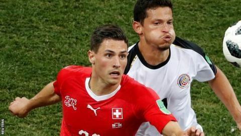 Deportivo's Swiss defender Schar set for Newcastle medicalの代表サムネイル