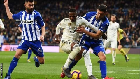 Real Madrid 3-0 Alaves: Vinicius Junior inspires home side to victoryの代表サムネイル