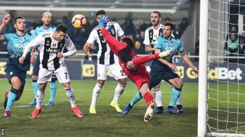 Atalanta 2-2 Juventus: Cristiano Ronaldo comes off bench to rescue pointの代表サムネイル