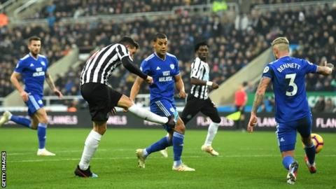 Newcastle United 3-0 Cardiff City: Fabian Schar double helps secure winの代表サムネイル