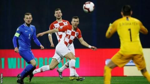 Croatia 2-1 Azerbaijan: Kramaric comes to home side's rescue with late winnerの代表サムネイル