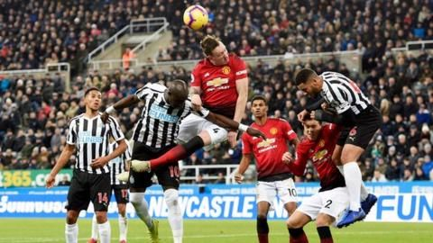 Newcastle United 0-2 Manchester United: Ole Gunnar Solskjaer wins fourth game from fourの代表サムネイル