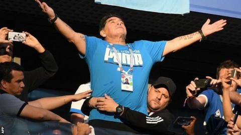 Diego Maradona released from hospital after 'internal bleeding'の代表サムネイル