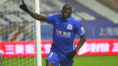 Player accused of racially abusing Demba Ba is bannedの代表サムネイル