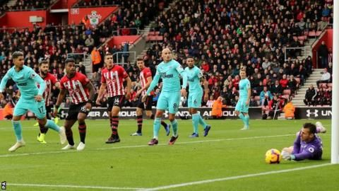 Newcastle remain winless with draw at Southamptonの代表サムネイル