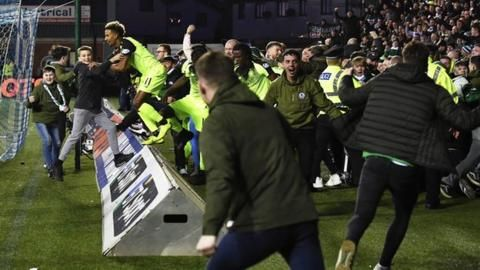 Kilmarnock: Steve Clarke says fans should point out 'mindless minority'の代表サムネイル