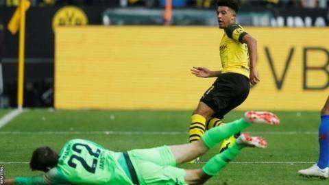 Sancho scores twice as leaders Dortmund heldの代表サムネイル