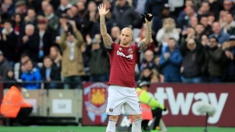 Marko Arnautovic: West Ham forward wants to leave for China, says Michail Antonioの代表サムネイル