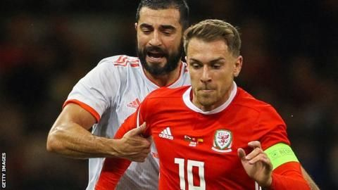 Aaron Ramsey: Wales midfielder does not want early Arsenal exitの代表サムネイル