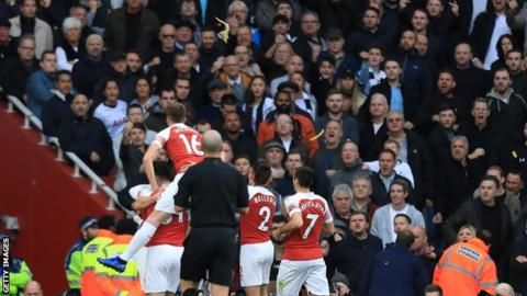 Tottenham fan arrested after banana thrown at north London derbyの代表サムネイル