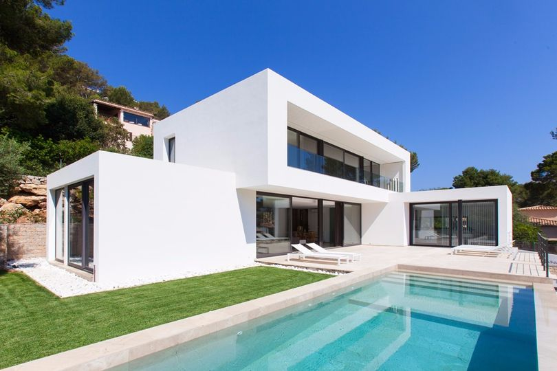 New build villa in the area of Gotmar in Puerto Pollensa. The great location allows a short walk to the beach and town