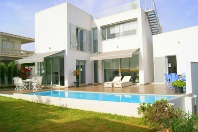 Located in a quiet location of Porto Colom  just a few meters from the beach Cala Marcal  we found this great quality villa and modern minimalist design