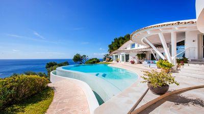 Spektakulare Mowenvilla mit Panorama-Meerblick   Villa in aussergewohnlichem Design des bekannten Architekten Alberto Rubio