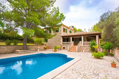 Diese attraktive Finca mit einem herrlich privat gelegenen Grundstuck befindet sich in Son Fe  Alcudia