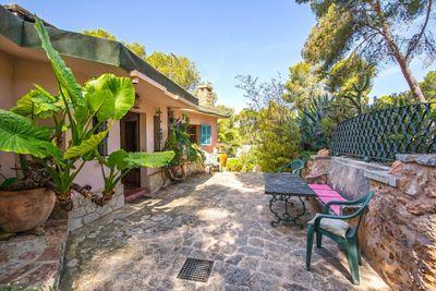 Dieses Haus in Portals Nous ist optimal gelegen  Fusslaufig nur wenige Minuten vom Ortskern  sowie Stranden entfernt