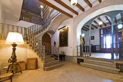 Diese hervorragende Immobilie befindet sich im Herzen von Santa Maria del Cami  in einer privilegierten und ruhigen Lage mit schonem Blick