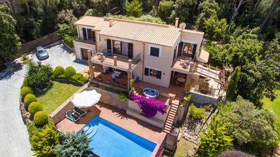 Diese sehr schone und rundum gepflegte Villa liegt in Puerto Pollensa im Wohngebiet von Gotmar in leicht erhohter Lage