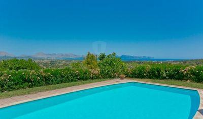Diese fantastische Finca mit atemberaubendem Blick auf die Bucht von Alcúdia befindet sich in So Fe und wurde vor ca