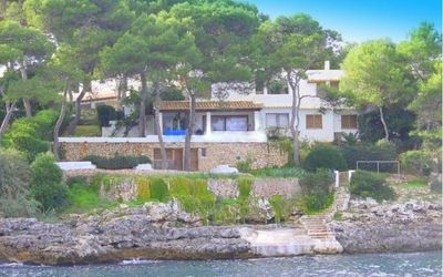 The village of Cala d or  is a reference in the coast linea in the southeast of Mallorca  the Natural beauty of its beaches  and traditional white houses in