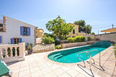 Diese Finca mit Pool und Panoramablick liegt im Stadtteil Bonanova  Palma de Mallorca  Die Grundmauern sind uber 300 Jahre alt