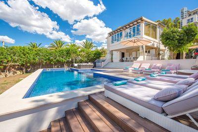 Vollstandig renovierte Villa in Fussnahe zum Hafen    Diese grosszugige Villa bietet einen hohen Qualitatsstandard und wird allen Bedurfnissen gerecht