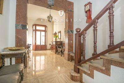 Typisch mallorquinisches Stadthaus in Sa Pobla zu verkaufen  Das grosszugige Haus verfugt uber eine Garage  Innenhof  Keller  grosen Terrassenund Gartenbereich