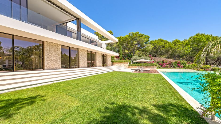 This absolute dream home, which is a low energy house Type: A  in modern-minimalist style offers top quality and over 350 m2 of living space