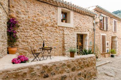 Dieses geschmackvoll eingerichtete Dorfhaus befindet sich im beschaulichen Dorf Alaro
