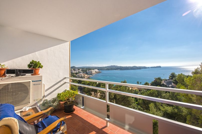 This south facing apartment is part of a quiet development and has a fantastic view over the sea and the coastline