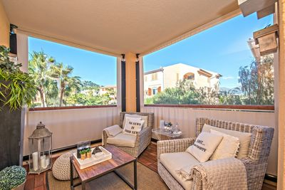 The modern apartment is located just a few walking minutes from the center of Port Andratx