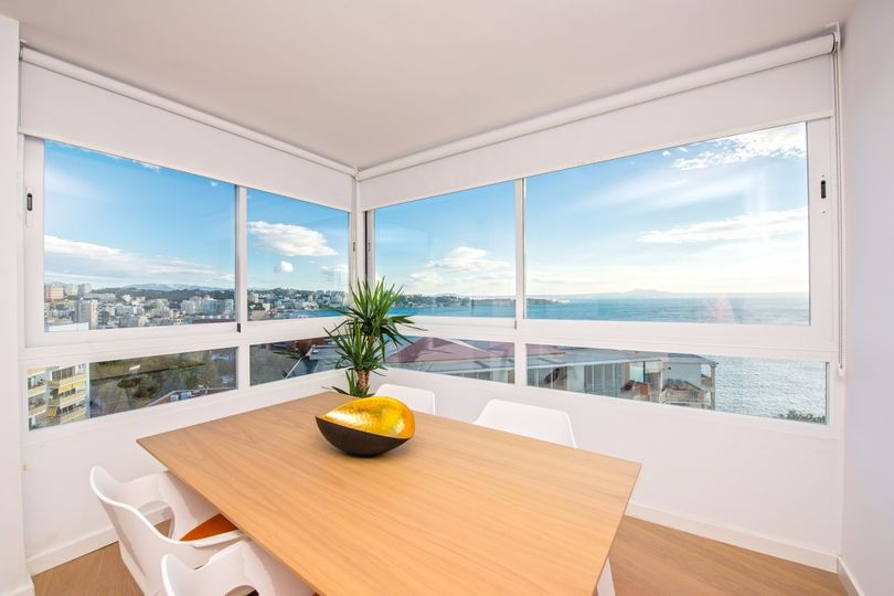 This superb apartment with breath taking sea views has been completely renovated in 2016 and convinces through its prime location and its modern design
